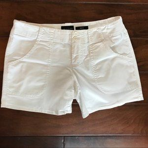The Limited Drew fit white shorts size 6